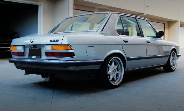 REAR EXTERIOR OF E28 BMW 5-SERIES