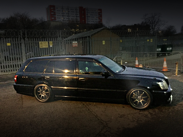SIDE EXTERIOR OF JZS171 CROWN ESTATE