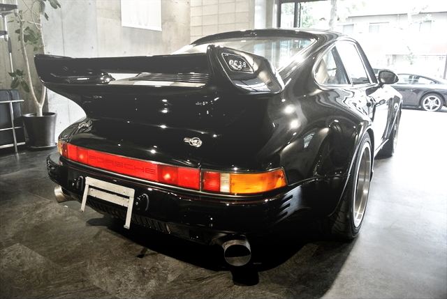 REAR EXTERIOR PORSCHE 930 TURBO BLACK