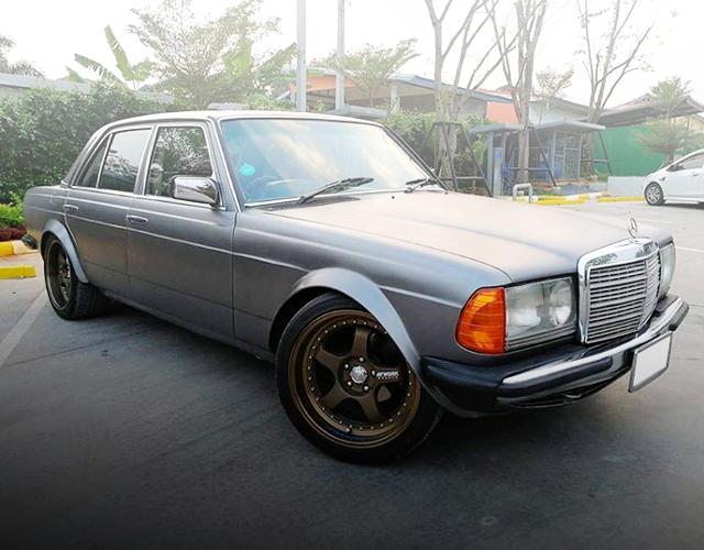 FRONT EXTERIOR W123 BENZ 230E