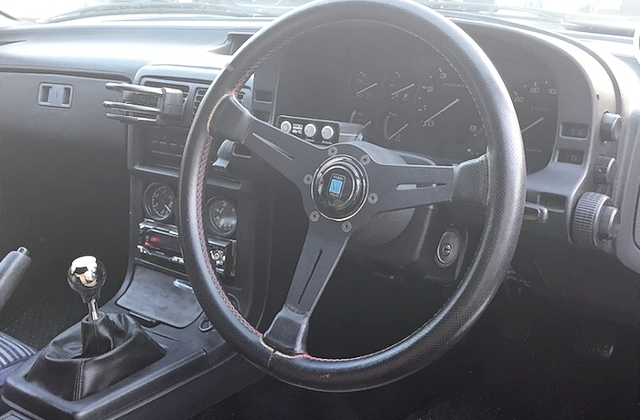 INTERIOR DASHBOARD OF FC3S RX-7