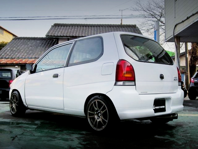 REAR EXTERIOR HA23V ALTO Vs WHITE