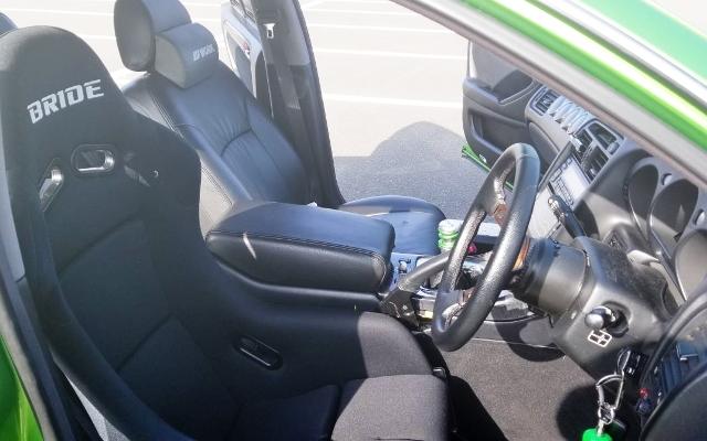 INTERIOR DRIVER BUCKET SEAT