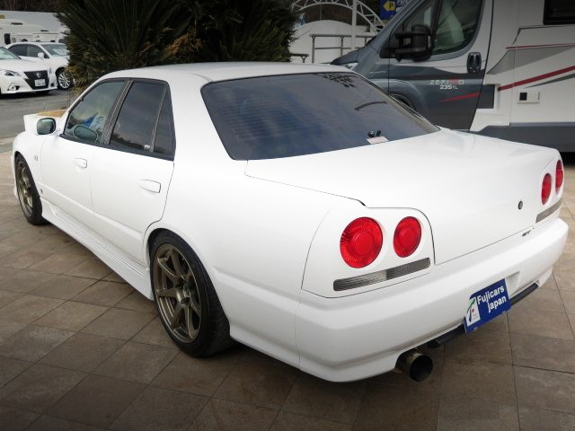 REAR EXTERIOR R34 SKYLINE 4-DOOR WHITE