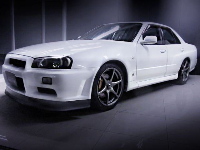 FRONT EXTERIOR R34 SKYLINE 4-DOOR 25GT-X FOUR