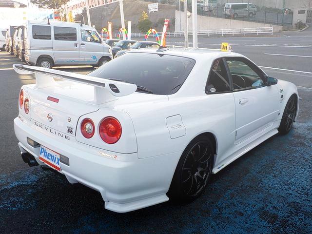 REAR EXTERIOR R34 SKYLINE GT-R V-SPEC2 WHITE