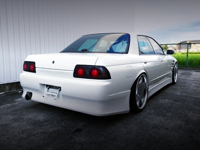 REAR EXTERIOR WHITE R32 SKYLINE 4-DOOR