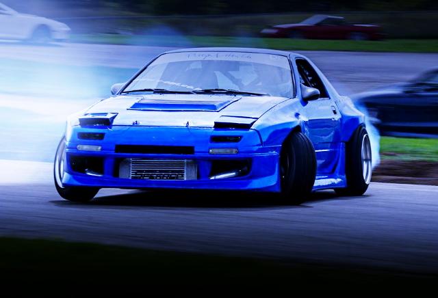 DRIFTING FC3S RX-7 BLUE