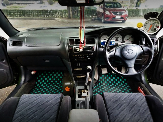 INTERIOR EE101 COROLLA 4-DOOR