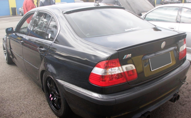 REAR EXTERIOR E46 BMW 3-SERIES 4-DOOR BLACK