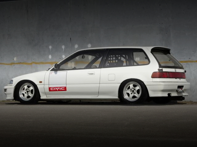 REAR EXTERIOR EF9 GRAND CIVIC HATCH SIR2 WHITE