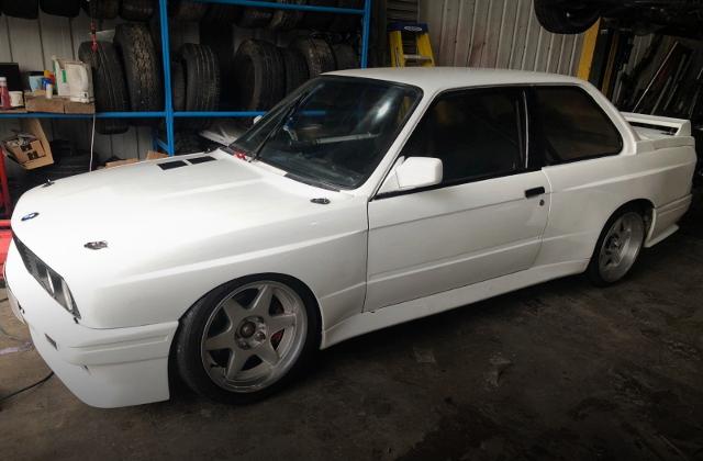 LEFT SIDE EXTERIOR E30 BMW 3-SERIES