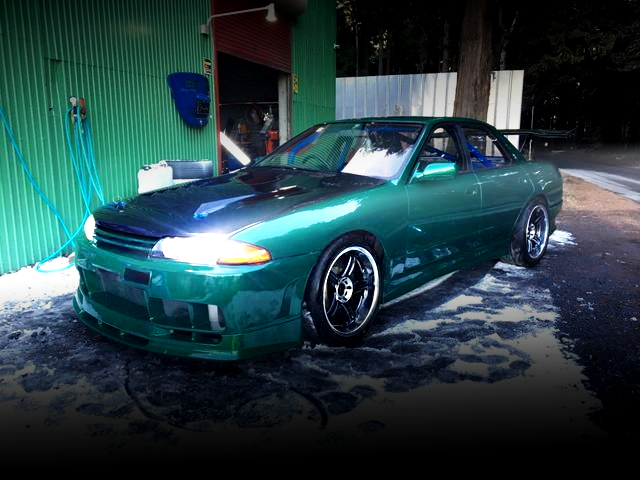 FRONT EXTERIOR R32 SKYLINE 4-DOOR GREEN