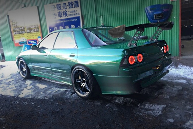 REAR EXTERIOR R32 SKYLINE 4-DOOR GREEN