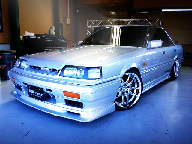 FRONT EXTERIOR R31 SKYLINE 4-DOOR PASSAGE