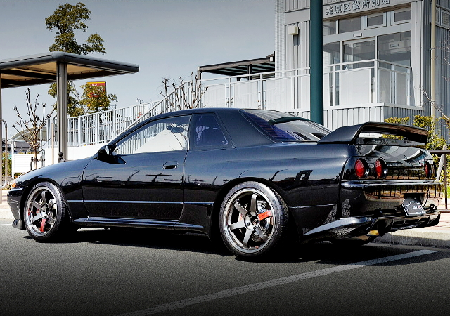 REAR EXTERIOR R32 SKYLINE GT-R BLACK