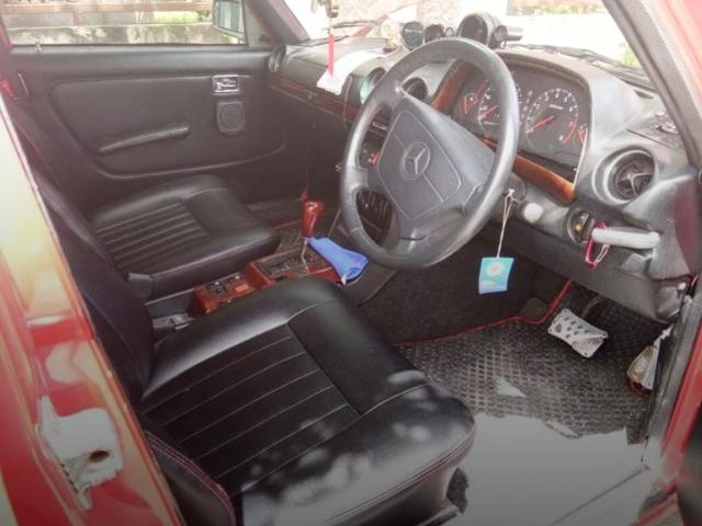 INTERIOR W123 BENZ