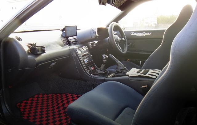 INTERIOR R32 GTR