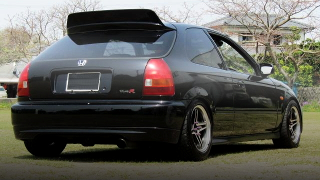 BACK EXTERIOR EK4 CIVIC
