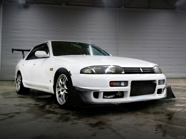 FRONT FACE ENR33 SKYLINE 4-DOOR