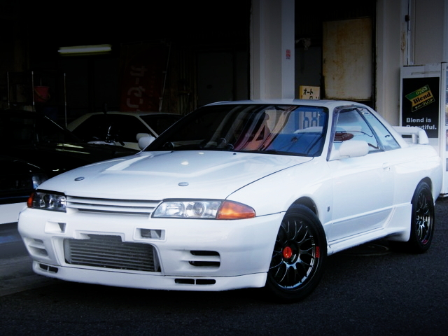 FRONT FACE R32 SKYLINE GT-R WHITE