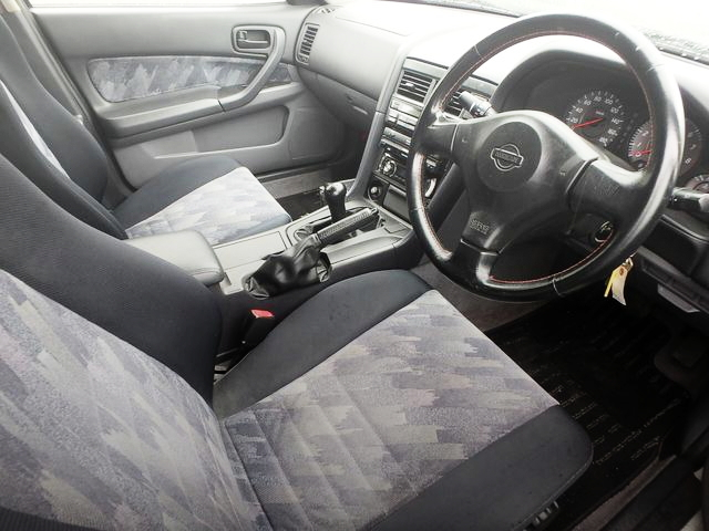 INTERIOR R34 SKYLINE 4-DOOR