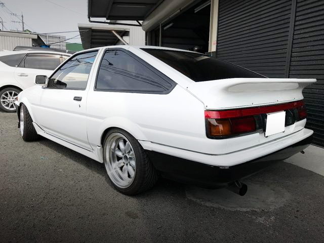 REAR EXTERIOR AE86 LEVIN WHITE