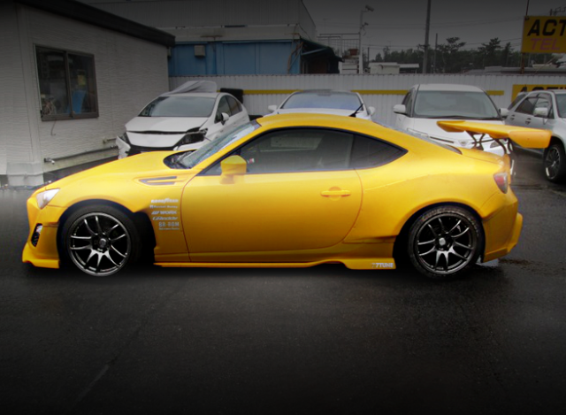 SIDE EXTERIOR YELLOW BRZ