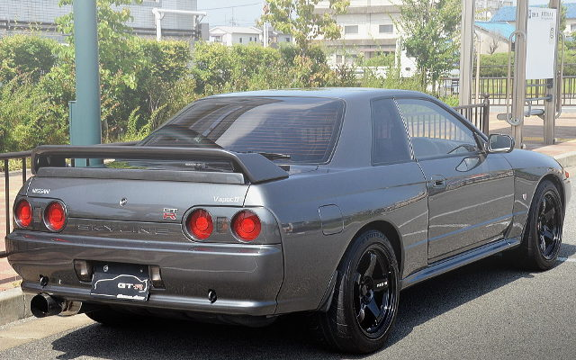 REAR R32 GT-R V-SPEC2 GUNMETALLIC