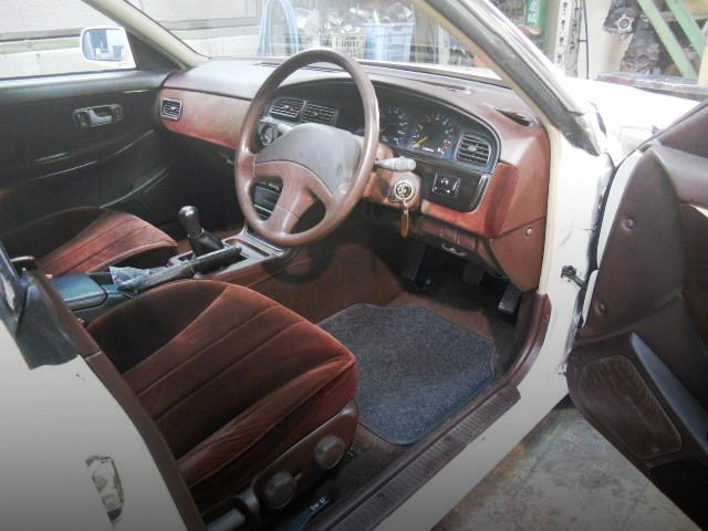 INTERIOR C33 LAUREL