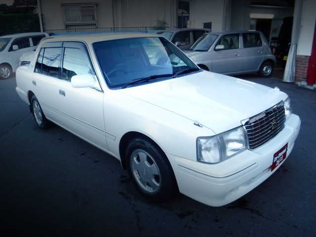 FRONT EXTERIOR GXS12 CROWN SEDAN WHITE