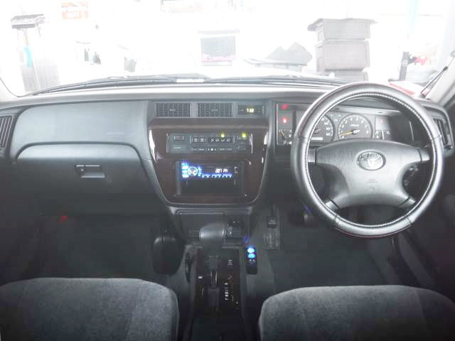 6th GEN CROWN SEDAN INTERIOR