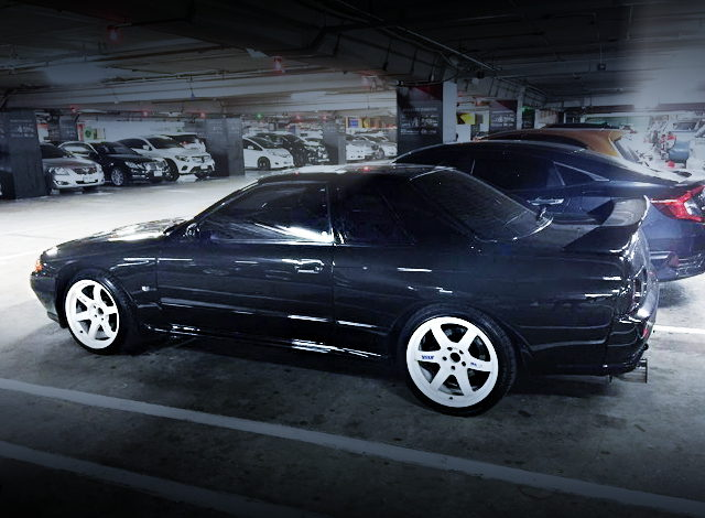 SIDE EXTERIOR HCR32 SKYLINE BLACK