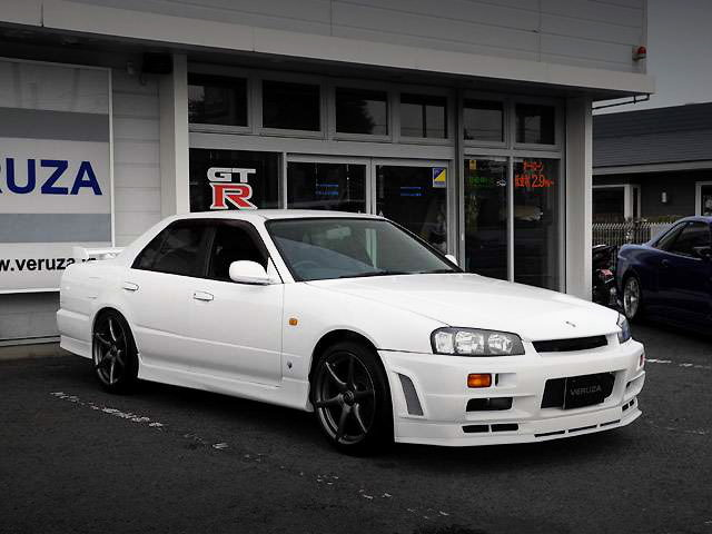 10th Gen R34 SKYLINE 4-DOOR WHITE