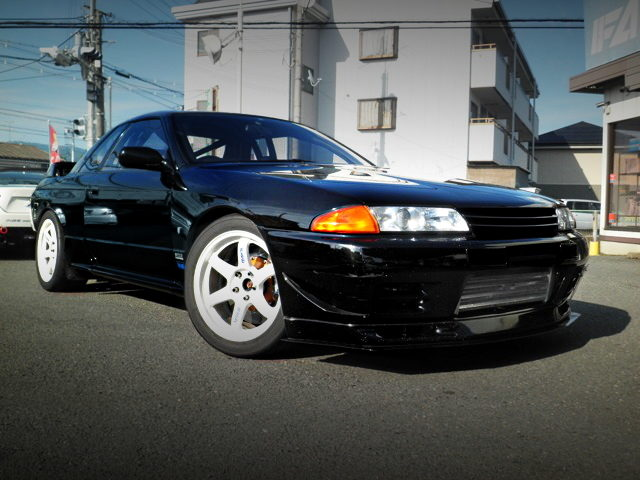 FRONT FACE R32 SKYLINE GTR BLACK