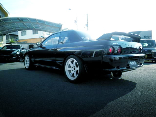 REAR EXTERIOR R32 SKYLINE GTR BLACK