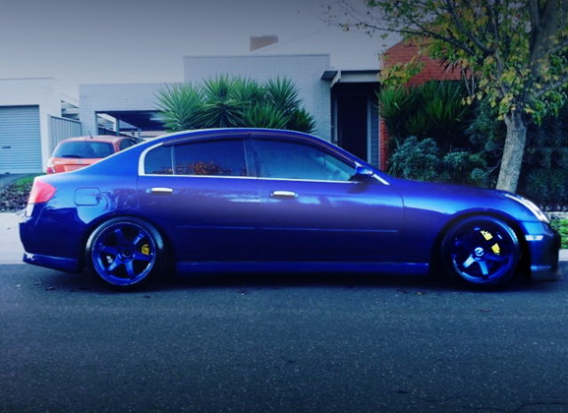 SIDE EXTERIOR V35 SKYLINE SEDAN BLUE