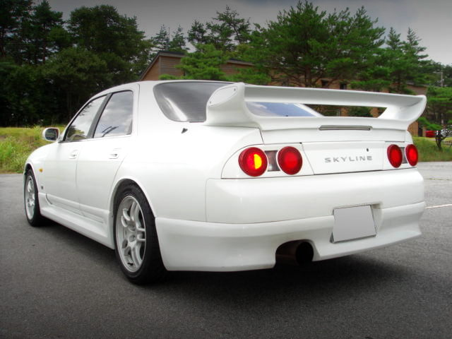 REAR EXTERIOR ENR33 SKYLINE 4-DOOR