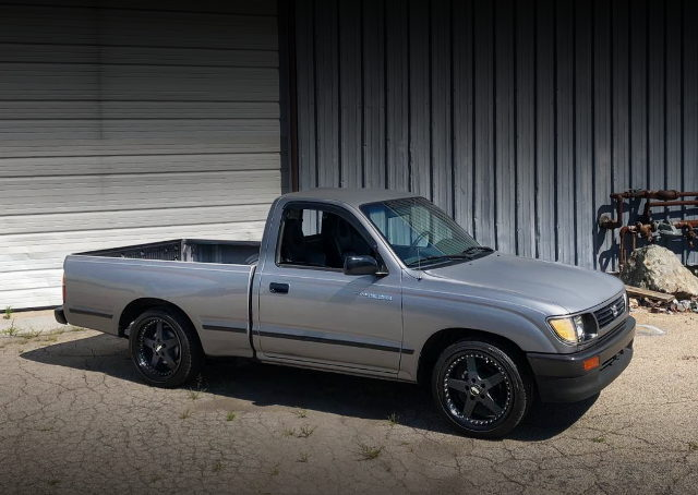 SIDE EXTERIOR 1ST GEN TACOMA SILVER