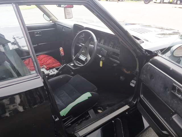 INTERIOR C230 LAUREL
