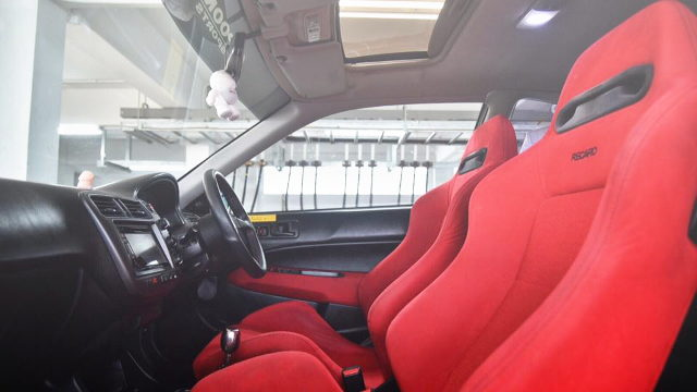 INTERIOR RECARO SEATS RED