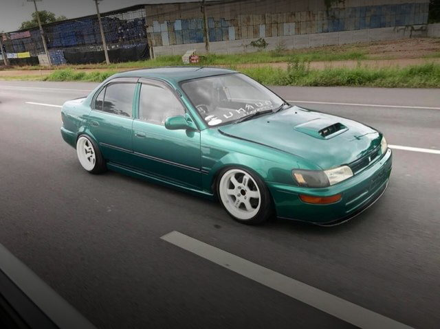 EXTERIOR GREEN E100 COROLLA 4-DOOR
