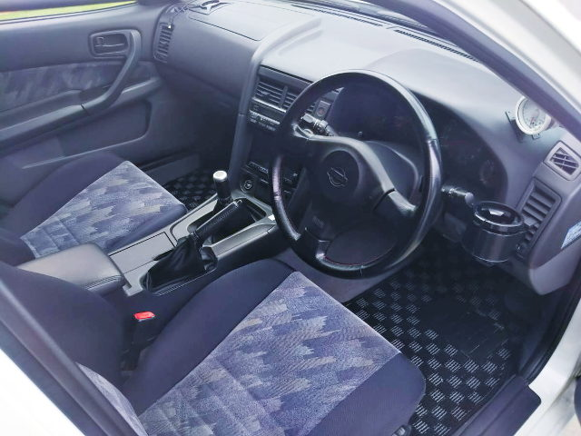 HR34 SKYLINE 4-DOOR INTERIOR