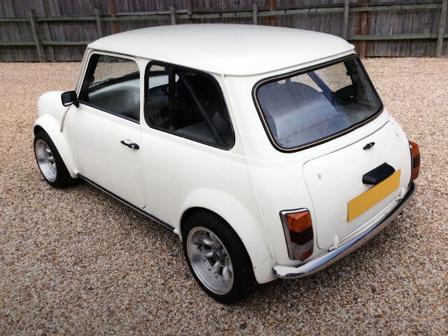 REAR EXTERIOR CLASSIC MINI