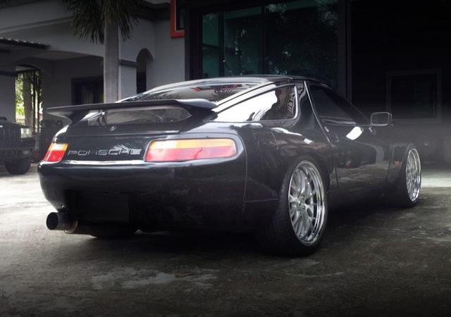 REAR EXTERIOR PORSCHE 928 BLACK