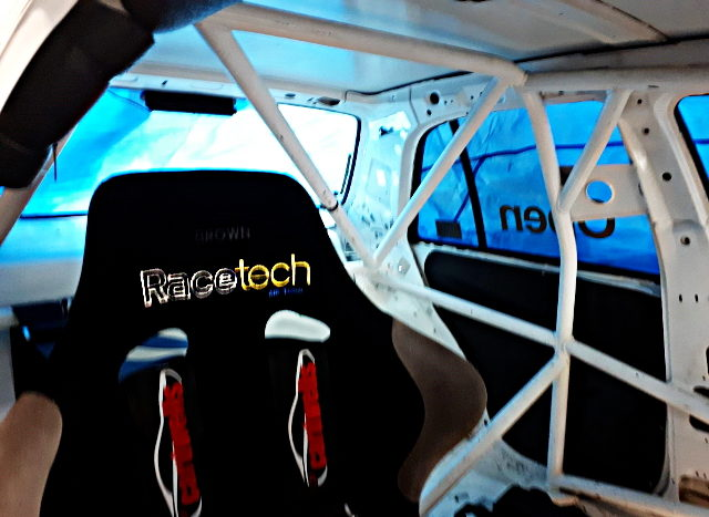 ROLL BAR AND RACETECH BUCKET SEAT