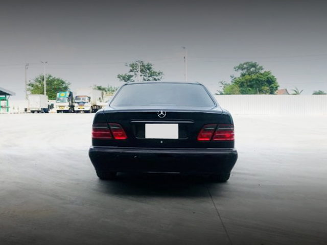 REAR TAIL LIGHT BENZ E240