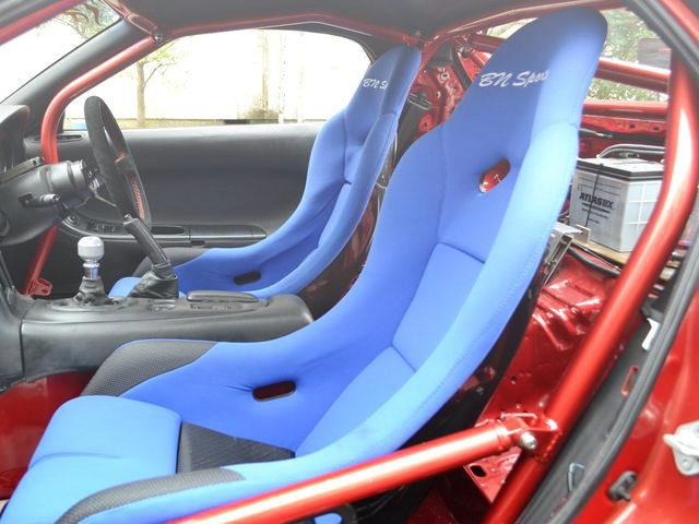BUCKET SEATS AND ROLL BAR