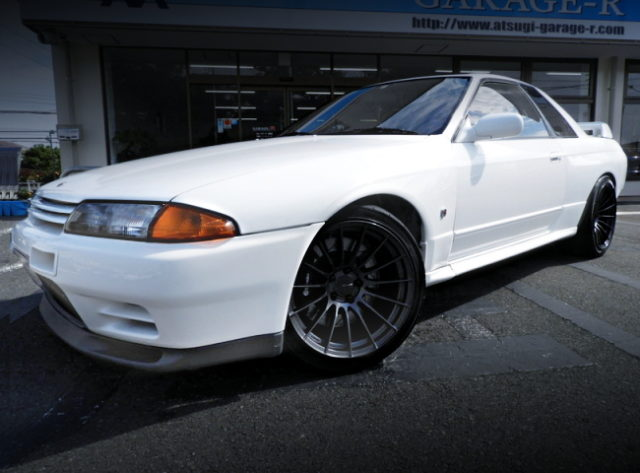 FRONT EXTERIOR R32 GT-R WHITE