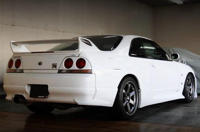 REAR EXTERIOR R33 GT-R V-SPEC